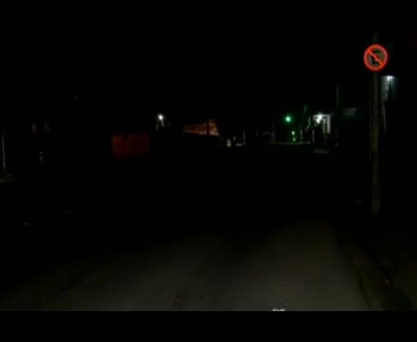 A escuridão na Avenida, fortalece a ação de bandidos. Confira na matéria de Wander Gomes.