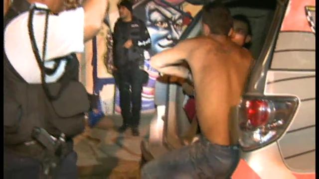 Três meliantes foram presos no bairro Passaré, os mesmos portavam armas e drogas quando foram  apreendidos, um dos meliantes já tinha passagem na polícia por homicídio.