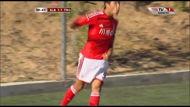 Benfica II 3-2 Trofense - Golo de João Teixeira (30min)