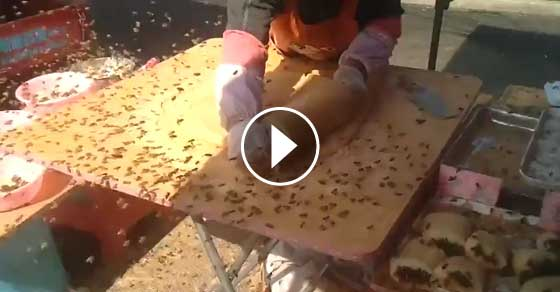 Não vais acreditar quando vires em que condições é feita a comida de rua na China!!